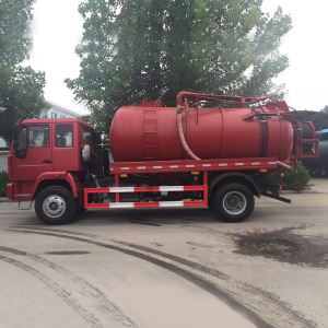 China SINOTRUK HOWO 6 Wheeler Vacuum Suction Sewage Tank Truck